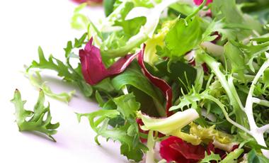 Μακριά από τις συσκευασμένες σαλάτες | vita.gr