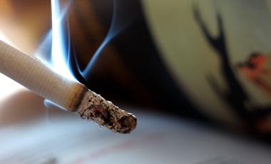 Το τσιγάρο σβήνει, ο κίνδυνος παραμένει | vita.gr