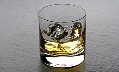 Το κάπνισμα «ακυρώνει» τα οφέλη του αλκοόλ | vita.gr