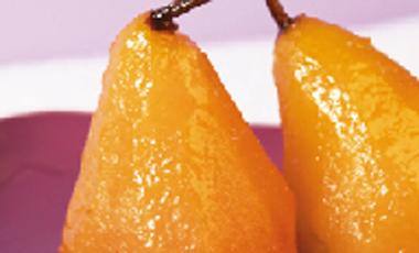 Αχλάδια ποσέ με γιαούρτι | vita.gr