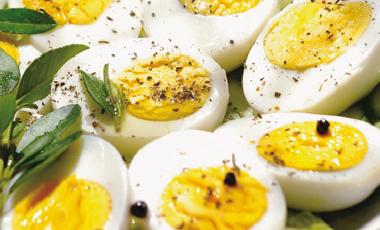 Αυγά τουρσί με βότανα | vita.gr