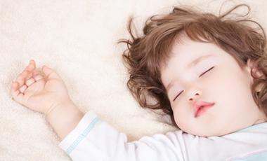 Τα μωρά ενοχλούνται από τους τσακωμούς ακόμη και στον ύπνο τους | vita.gr