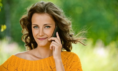 Σε ποιο αυτί βάζετε το ακουστικό; | vita.gr