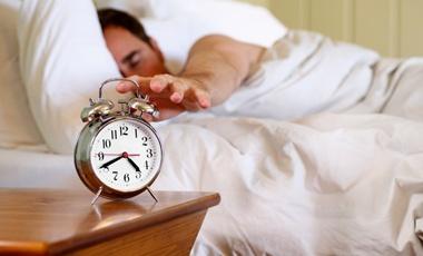 Οι λίγες, αλλά και οι πολλές ώρες ύπνου γερνούν το μυαλό   vita.gr