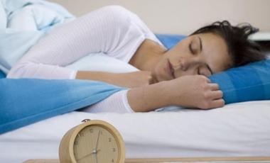 Χάστε δύο κιλά στον ύπνο σας! | vita.gr