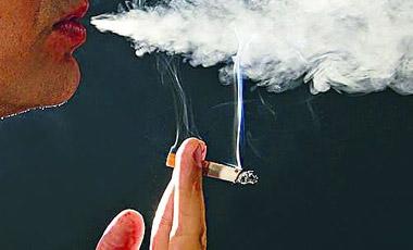 Οι  καπνιστές παίρνουν περισσότερα παυσίπονα | vita.gr