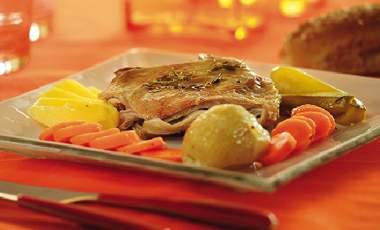 Κατσικάκι µε λαχανικά και δεντρολίβανο | vita.gr