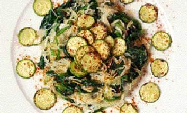 Σαλάτα με λάχανο και σπανάκι | vita.gr