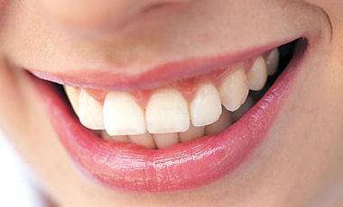 Μανικιούρ στα δόντια | vita.gr