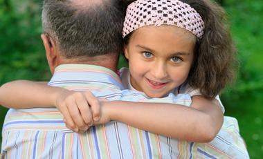 Το πλεονέκτημα όσων έχουν μεγάλο (σε ηλικία) μπαμπά | vita.gr