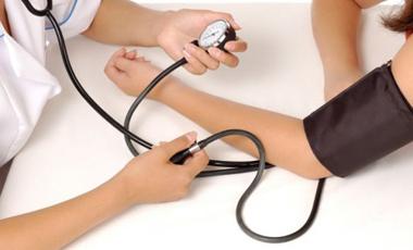 Μέτρηση της πίεσης και στα δύο χέρια | vita.gr