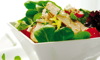Σαλάτα με ντομάτα, γλιστρίδα και κοτόπουλο | vita.gr
