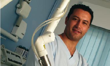 Βασίλη Ζαργάνη, χειρουργό-οδοντίατρο: «Έρχεται το τέλος του οδοντιατρικού τροχού;» | vita.gr