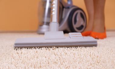 Τι να κάνω για να μη μυρίζει δυσάρεστα το σπίτι μου όταν σκουπίζω με την ηλεκτρική σκούπα;   vita.gr