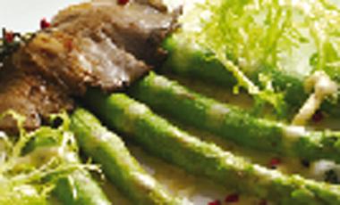 Σπαράγγια με μοσχαρίσιο συκώτι | vita.gr