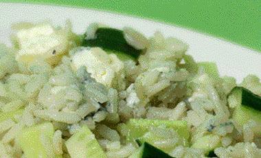 Pύζι με αγγούρι και μπλε τυρί | vita.gr