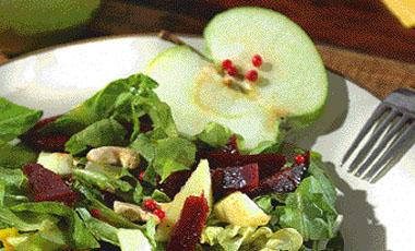 Σαλάτα με μήλα και παντζάρια   vita.gr