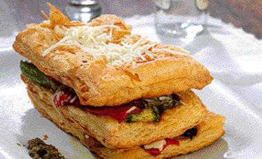 Mιλφέιγ με ψητά λαχανικά και σάλτσα πέστο | vita.gr