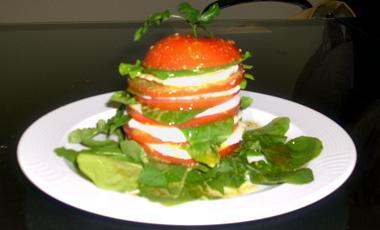 Μιλφέιγ μοτσαρέλας ντομάτας με σος βασιλικού   vita.gr