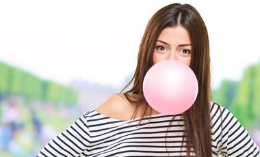 Πιο γρήγορα τα αντανακλαστικά όσων μασούν τσίχλα | vita.gr
