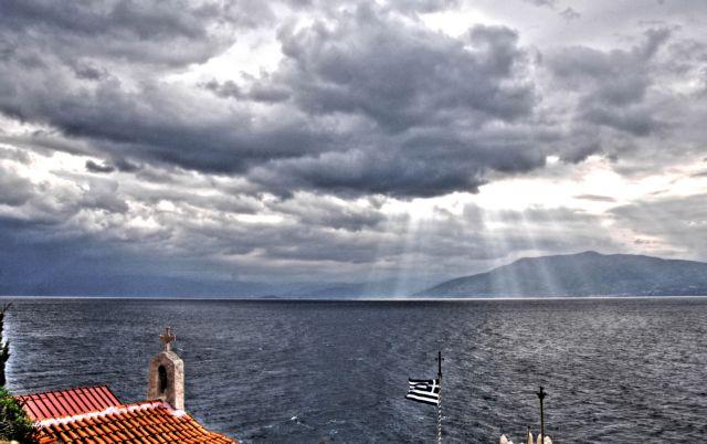 Αλλάζει ο καιρός: Συννεφιά, βροχές και μικρή πτώση της θερμοκρασίας | vita.gr
