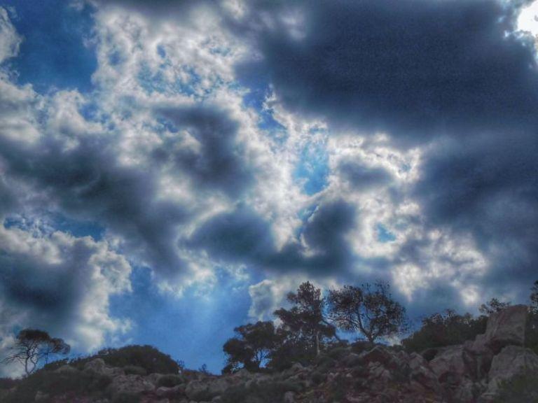 Αλλάζει ο καιρός: Πτώση της θερμοκρασίας και καταιγίδες | vita.gr