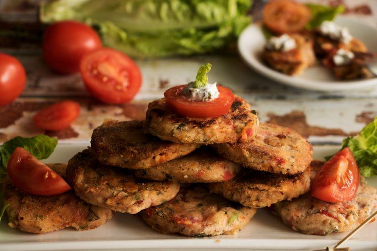 Νόστιμοι ντοματοκεφτέδες | vita.gr