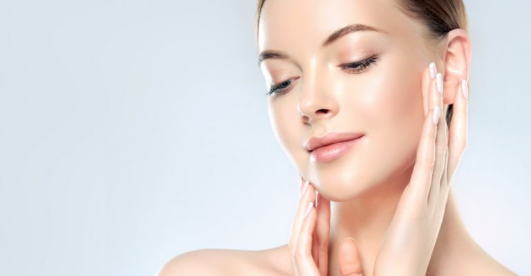 Πέντε κοινοί λόγοι που κάνουν το δέρμα σας λιπαρό | vita.gr