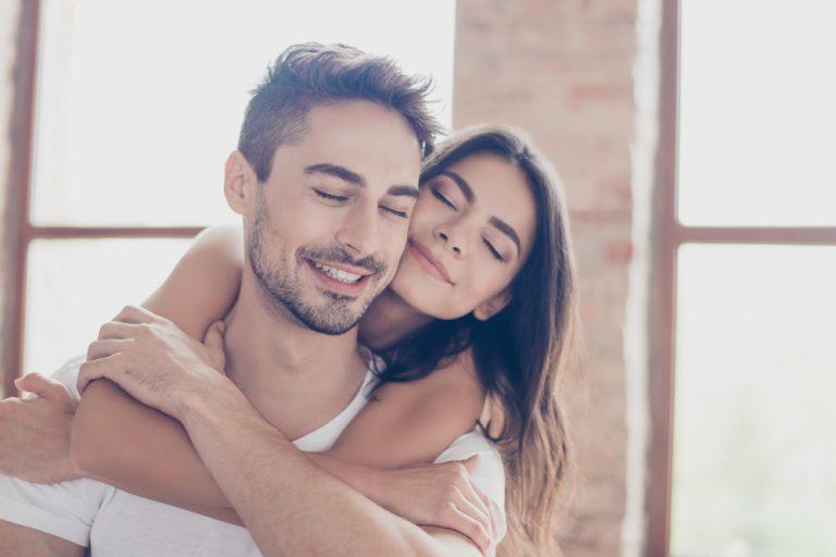 Μία αγκαλιά μετά από καυγά ηρεμεί τα νεύρα | vita.gr