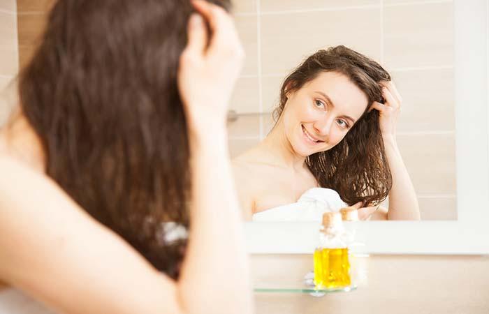 Πέντε τρόποι που το ελαιόλαδο βοηθάει τα ξηρά μαλλιά | vita.gr