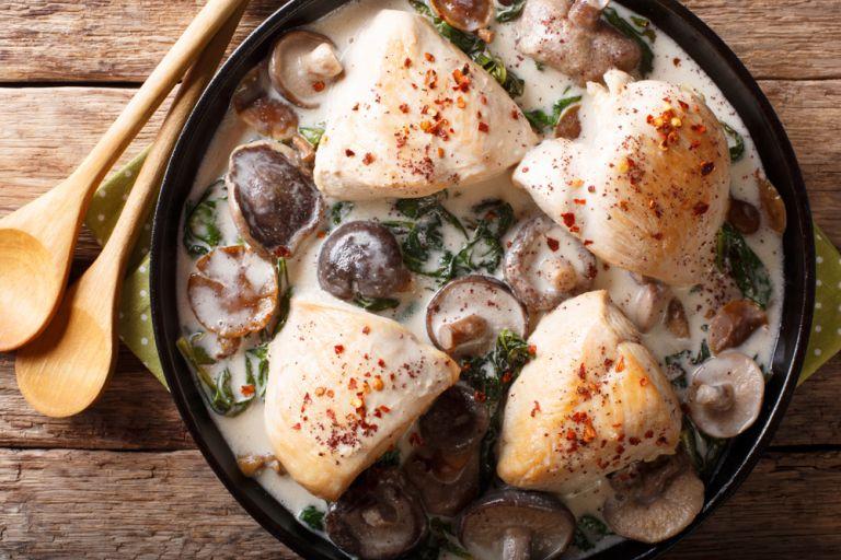 Στήθη κοτόπουλου με σάλτσα μανιταριών | vita.gr