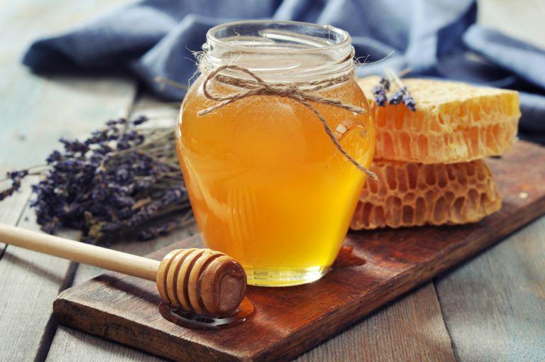 DIY: Ενυδατικό αφρόλουτρο με μέλι | vita.gr