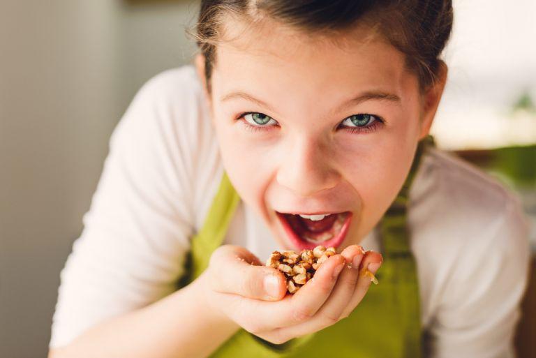Πότε και πώς θα δώσετε ξηρούς καρπούς στο παιδί | vita.gr