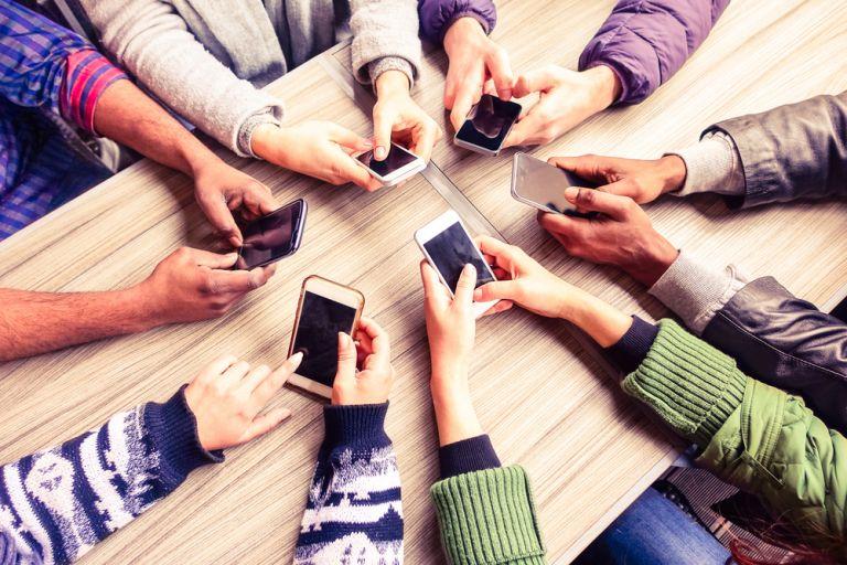 Η εκτεταμένη χρήση των κοινωνικών μέσων δικτύωσης οδηγεί σε αύξηση του ναρκισσισμού | vita.gr
