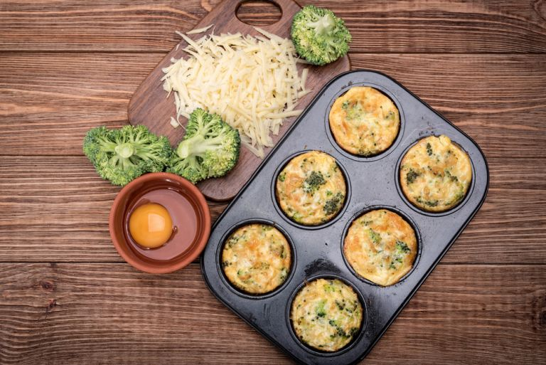 Muffins με μπρόκολο και τυρί | vita.gr