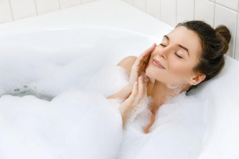 Μία ώρα μπάνιου μειώνει τα επίπεδα σακχάρων του αίματος και λειτουργεί σαν γυμναστική | vita.gr
