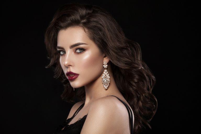 Σκούρα χείλη για το πιο εντυπωσιακό μακιγιάζ των γιορτών | vita.gr