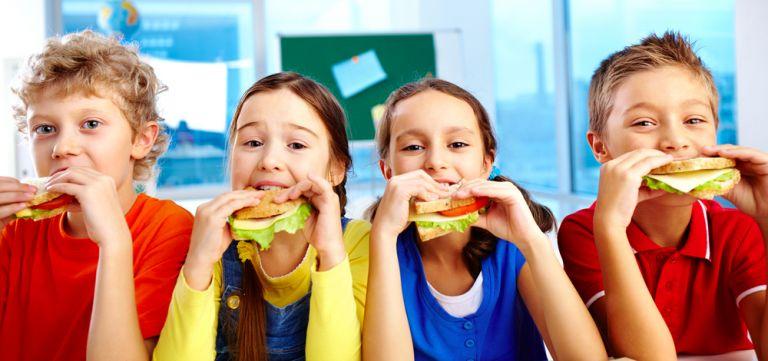Τα εύκολα και υγιεινά σνακ για το σχολείο | vita.gr