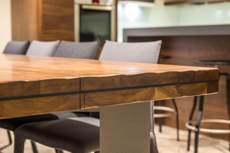 Πώς να συντηρήσετε ένα ξύλινο έπιπλο | vita.gr
