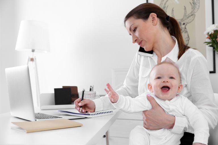 Ο θηλασμός της εργαζόμενης μαμάς | vita.gr