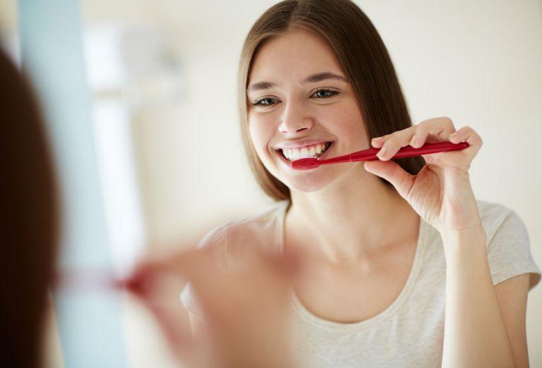 Το βούρτσισμα των δοντιών μειώνει το ρίσκο της υπέρτασης | vita.gr
