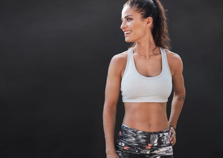 Αερόβια προπόνηση στο σπίτι: Γυμνάστε όλο το σώμα σας σε δέκα λεπτά | vita.gr