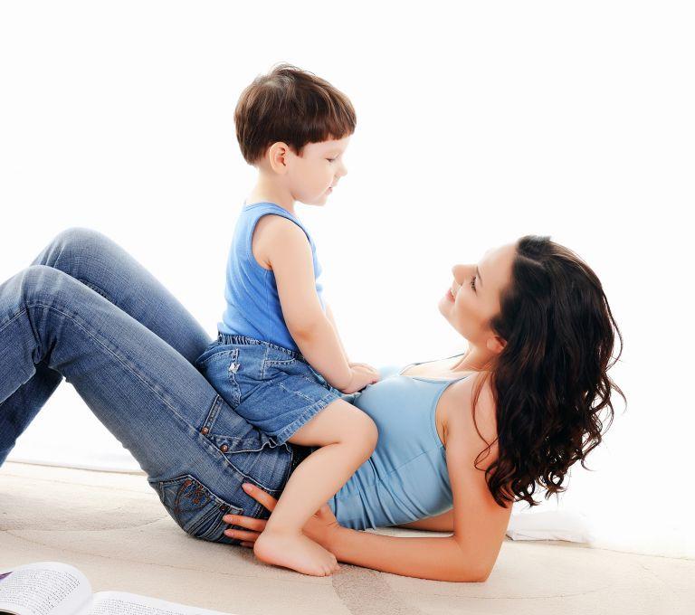 Πώς μαθαίνουμε στα παιδιά το σεβασμό απέναντι στις γυναίκες | vita.gr