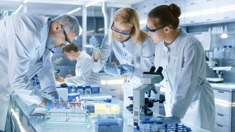 Θεραπεία λευχαιμίας σε κολλύριο ανακάλυψαν Έλληνες επιστήμονες | vita.gr