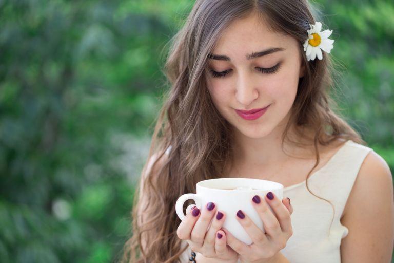 Χαμομήλι: Το βότανο που ανακουφίζει το άγχος | vita.gr