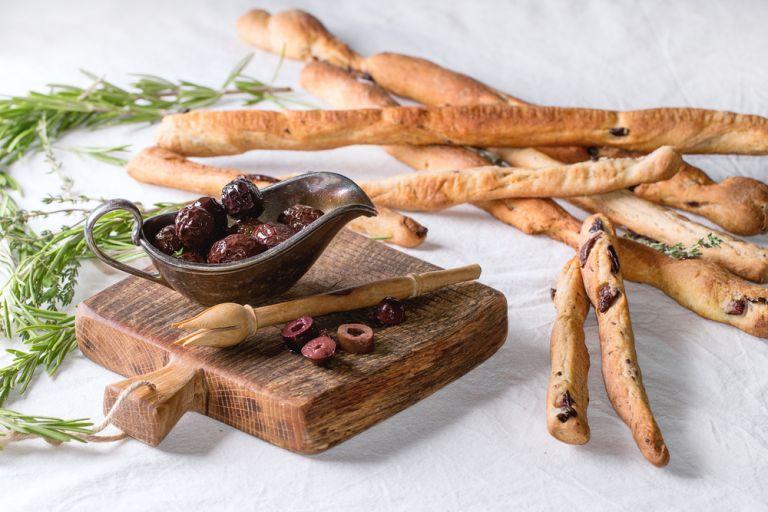Κριτσίνια με ελιές | vita.gr