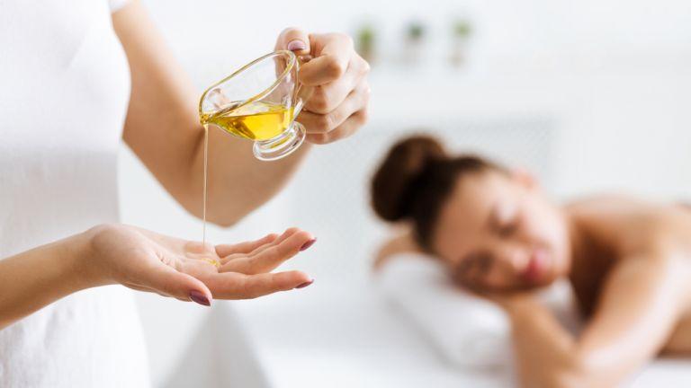 Φτιάξτε το καλύτερο έλαιο για μασάζ χαλάρωσης | vita.gr