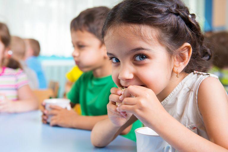 Πόσο χρειάζεται να τρώει το παιδί; | vita.gr