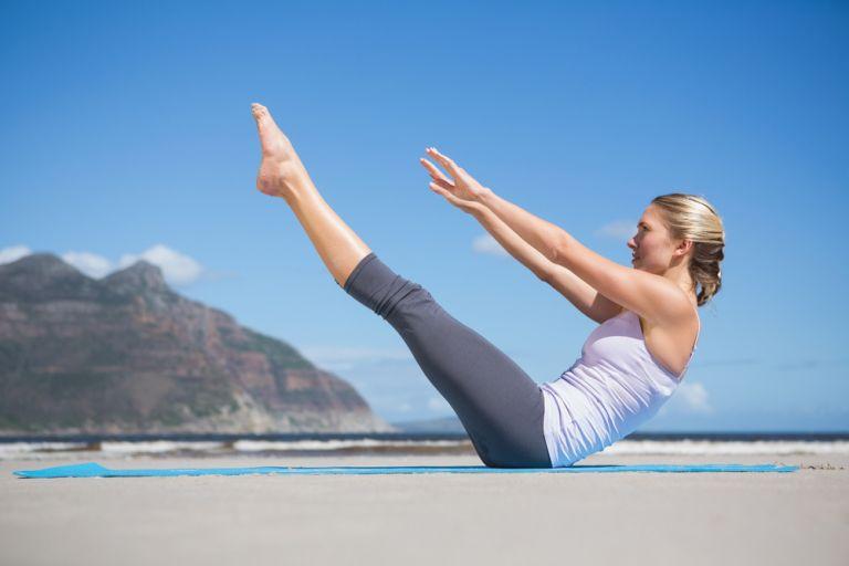 Πέντε ασκήσεις που θα σας γεμίσουν ενέργεια | vita.gr