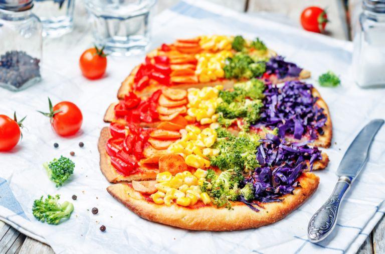 Η πίτσα ουράνιο τόξο για παιδικό σνακ   vita.gr